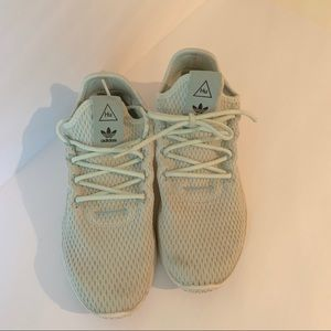 Adidas HU Pharrell Williams sneakers laces